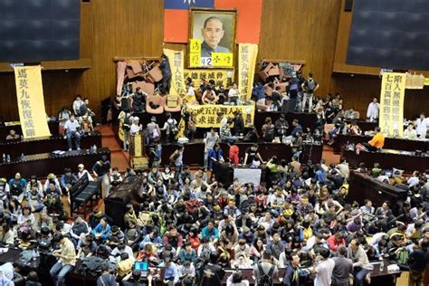 areas assurances siege social taipei students announce end of parliament occupation