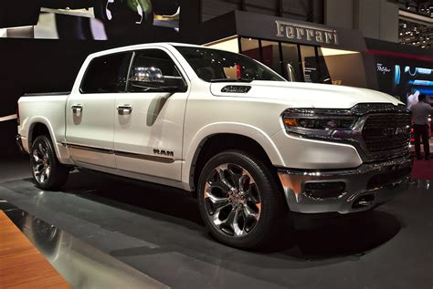 Carros Dodge by Ram