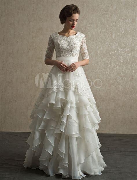elegantes mit rock elegantes brautkleid mit spitze 196 rmeln und stufigem rock novia vestidos bonitos vestidos y