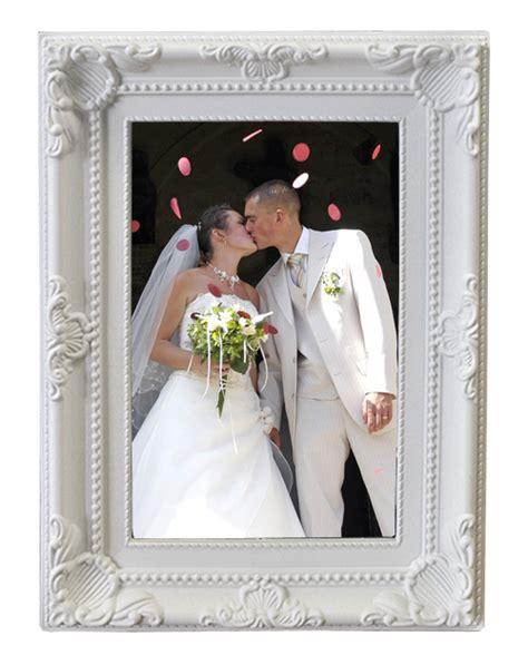 le cadre photo baroque moulures blanches nos cadeaux pour vos invit 233 s