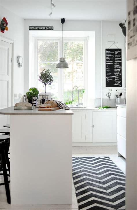 tapis cuisine noir un tapis dans la cuisine effet déco garanti déco idées
