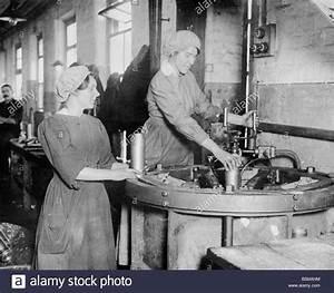 2 G55 W2 1916 3 Women in Ammunition Factory Scot 1916 ...