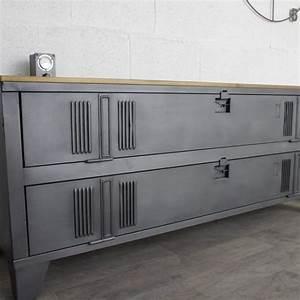 Meuble Tv Casier Industriel : un buffet industriel avec un vestiaire 2 portes d coration pinterest buffet industriel ~ Nature-et-papiers.com Idées de Décoration