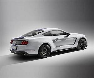 2017 Ford Mustang Shelby GT500 - Car Wallpaper