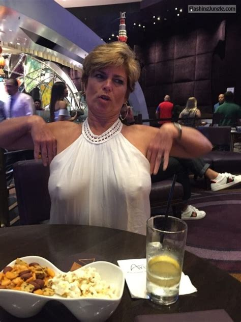 Mature Wife Pokies At The Restaurant Means Hit On Some