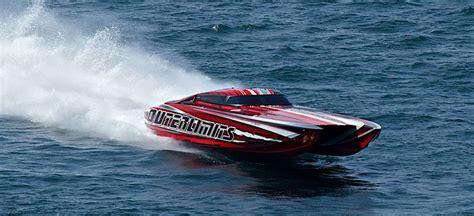 Catamaran Boat Flips by Outerlimits 46 Catamaran Flips At Shootout