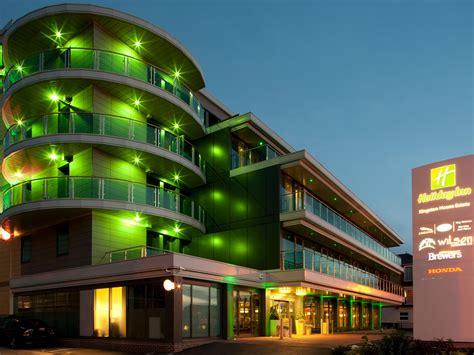 hotels  kingston  thames holiday inn london
