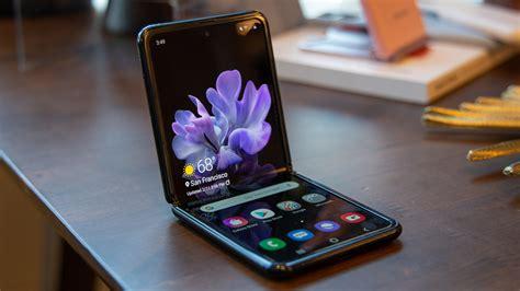 Qualcomm snapdragon 855+ under the hood, the phone offers snapdragon 855+ with 8gb and 256gb storage. Samsung Galaxy Z Flip Rp 21,8 Jutaan, Spesifikasi Punya ...
