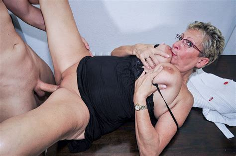 reife swinger european blonde mature eats cum in hardcore
