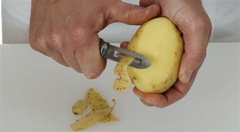 how to keep peeled potatoes from turning gray or oxidizing