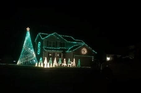 michigan state fan wows with christmas light show set to
