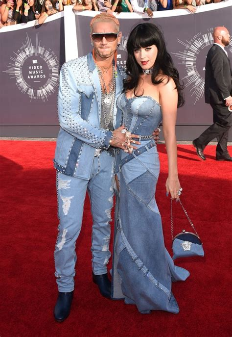 Mtv Vma Red Carpet Miley Cyrus In Black Leather And Katy