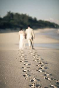 25 dreamy and creative beach wedding ideas With beach wedding photography ideas