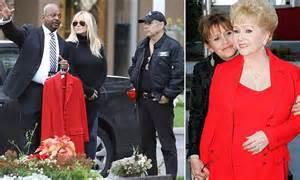 debbie reynolds buried debbie reynolds to be buried in her favorite red dress