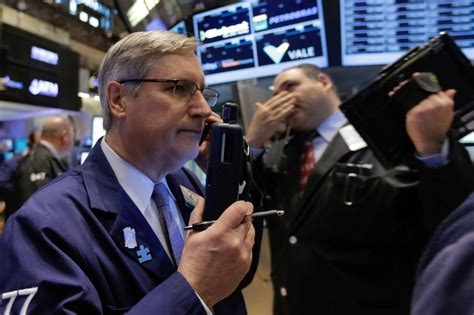 US stocks gain in midday trade, breaking a 3-week slump ...