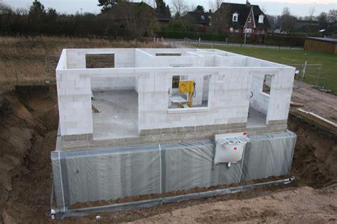 Kellerbau Aus Stein Oder Beton by Keller Betonieren Oder Mauern Bodenplatte Betonieren Alle