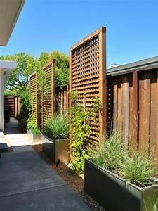 la decoration exterieure avec un treillis de jardin With jardin autour d une piscine 10 terrasse en bois sur poteaux avec escalier moissannes