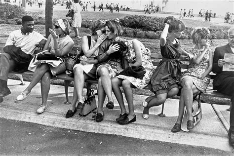 life  photography  garry winogrand pounding