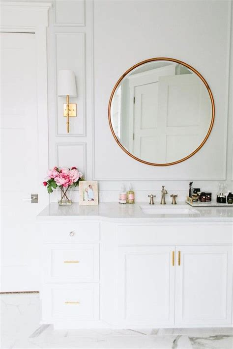 Modern White Bathroom Mirrors by 10 Beautiful Bathrooms With A Vanity Mirror