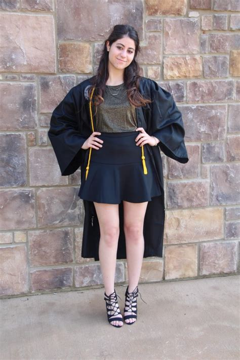 Graduation Outfits Revealing 14 Attractive and Practical Ways - Outfit Ideas HQ