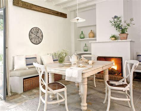 junto  la chimenea decoracion de int cocinas rusticas