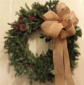 Making, The, Perfect, Bow, For, A, Festive, Holiday, Wreath