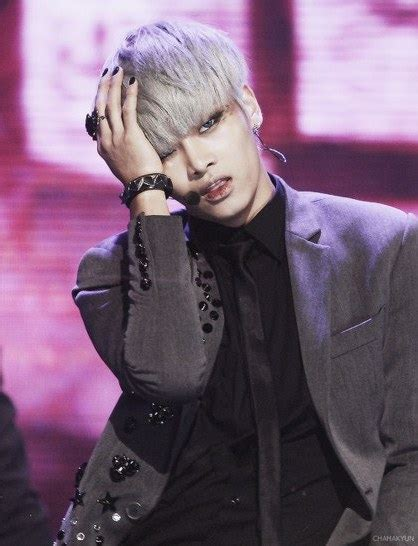 male  pop idols show  amazing silver hair