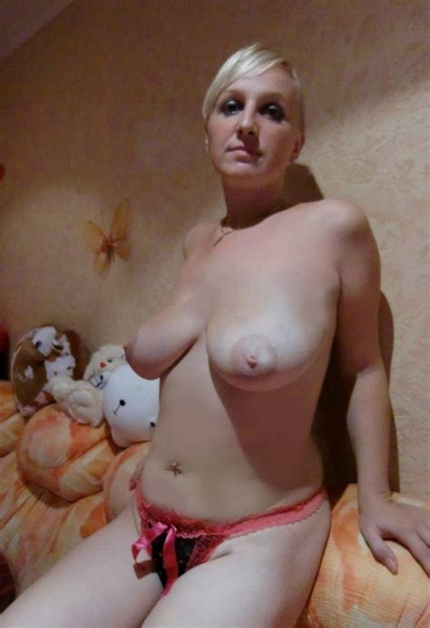 Nice Amateur Blonde Posing Topless At Home Russian Sexy