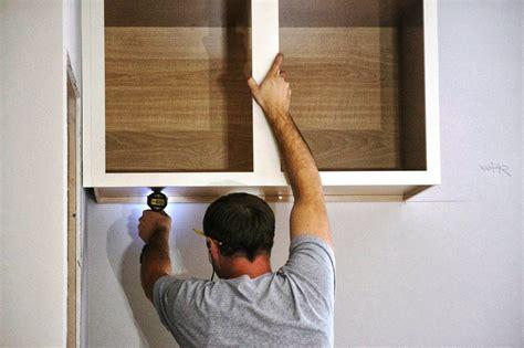 pasos  colgar gabinetes de cocina constru guia al
