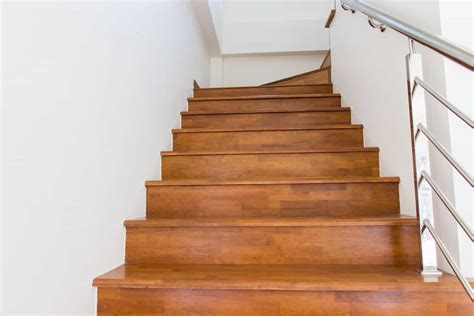 Stairs : 5 Reasons You Should Install Laminate Flooring On Stairs