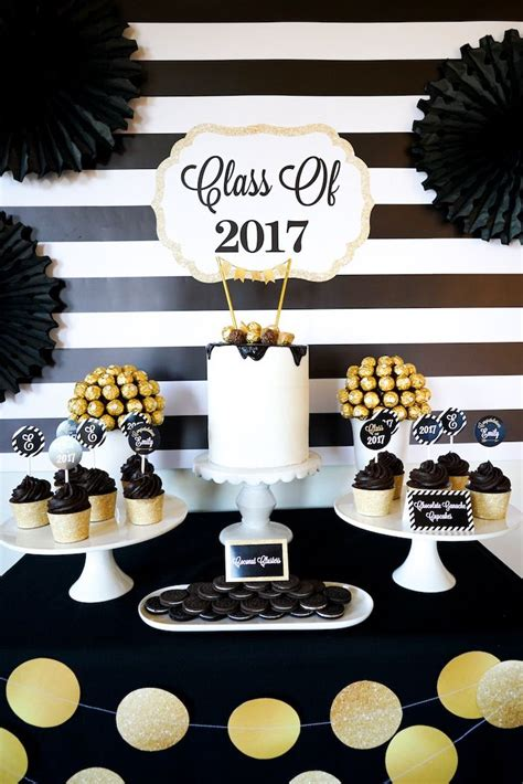 Decorating Ideas For Graduation by Best 25 Graduation Centerpieces Ideas On