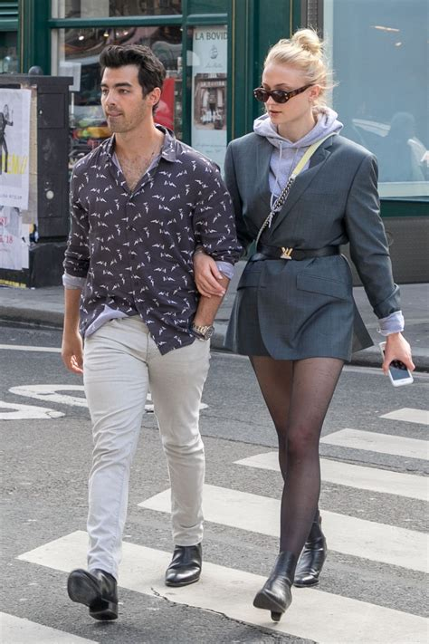 sophie turner  joe jonas shopping  paris