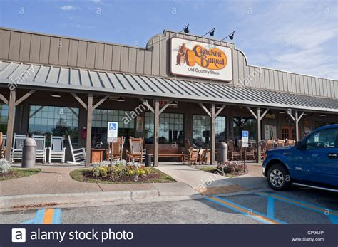 the cracker barrel restaurant and country store lake