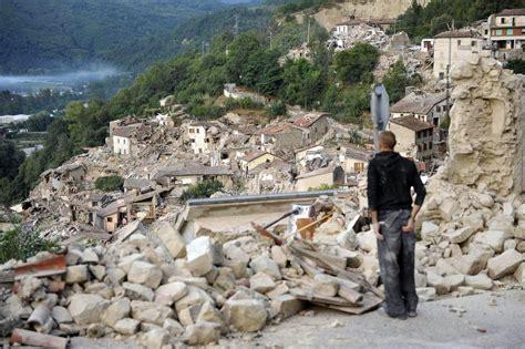 italie un tremblement de terre fait au moins 120 morts