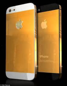 iphone 5 gold iphone 5 blinged out in diamonds and gold and it s