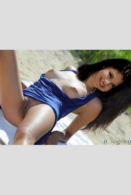 s gomez beach flash copy   Celeb Fake Nude Pics