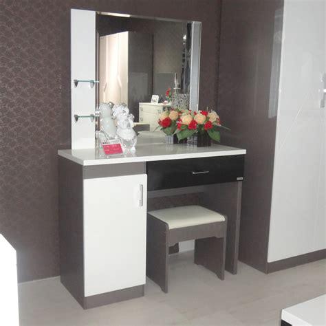 bureau maquillage ville sur le 1er mode maquillage vanity cabinet dresser