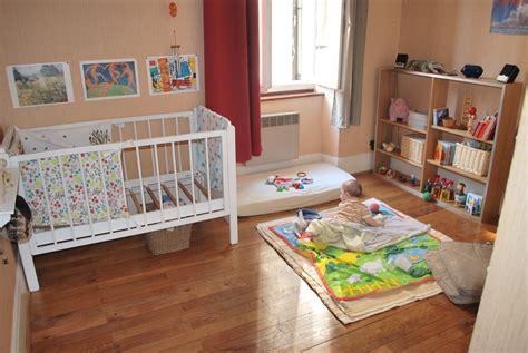 chambre bébé montessori miroir chambre b 233 b 233 montessori chaios com