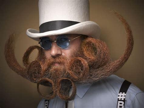 Īsti vīri audzē ūsas un bārdu - skatieties un apskaudiet ...