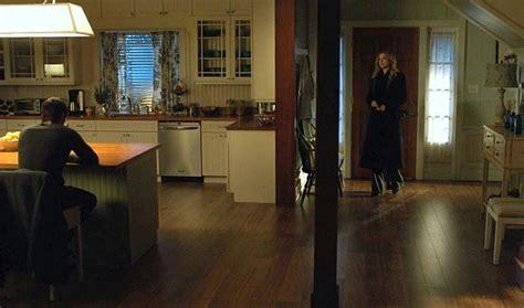 wide shot  emilys kitchen  entry revenge hooked