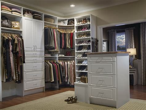 Photos Of Organized Closets by How To Organize A Walk In Closet With Photos The Decoras