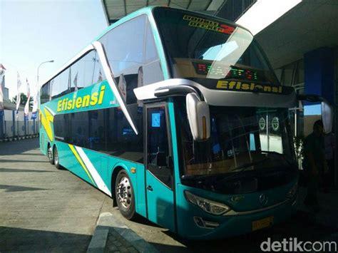 foto deretan bus tingkat mewah  wara wiri  indonesia