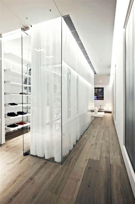 Ankleidezimmer Mit Fenster Ideen by Tolles Ankleidezimmer Mit Begehbarem Kleiderschrank Mit