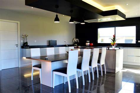 cuisine design avec ilot central cuisine design avec îlot central et coin repas installé à plaisance du touch fabricant de