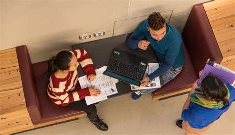 Peer assessment of student class presentations ...