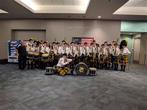 saint anthonys celtic friar bagpipe band welcomed home wwii veterans