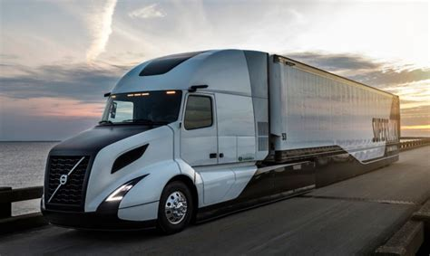 new volvo semi truck volvo supertruck improves fuel efficiency by 70 after 5