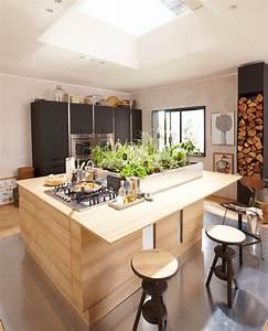Cuisine en bois un materiau plusieurs styles for Idee deco cuisine avec table en bois brut