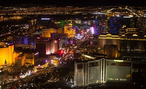 Raiders coming to Las Vegas helps NFL and the city forge ...