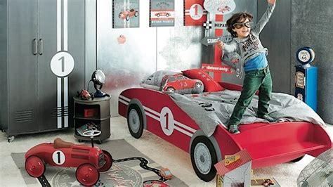 chambre garcon voiture lit voiture pour garçon chambre enfant